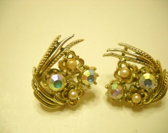 Vintage Aurora Borealis Rhinestones & Faux Pearls Clip Earrings (978) Coro