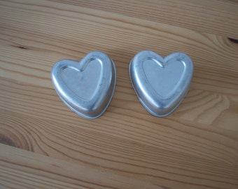 Vintage cookie cutters: Hearts