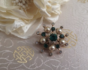Vintage Emerald Coloured Brooch - Vintage Brooch - Faux Pearl Brooch - Rhinestone Brooch - Green Brooch - Starburst Brooch - Sunburst Brooch
