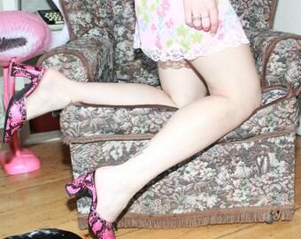 Vintage 90s Pink Snakeskin Print Slip-on Mules