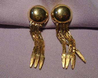 Earings in golden tone with clips