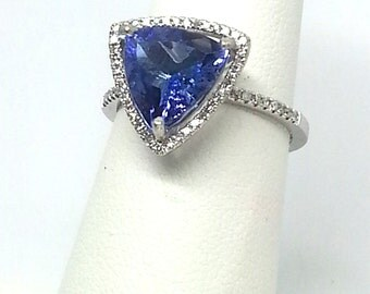 2.57ct Tanzanite and .22ctw Diamonds 10kt White Gold Ring Size 6.50