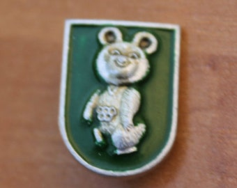 Vintage badge /  Pin / Olympic Bear ... pinback button ... badge ... Moscow Olympic Games 1980