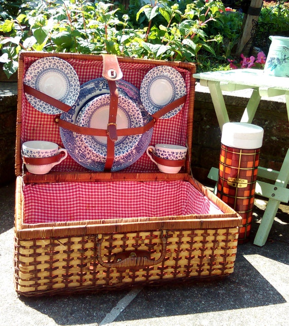 Wooden Picnic Basket Set : Wicker picnic basket set hamper for