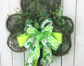 St Patrick's Day Wreath, St Patrick's day door hanger, Shamrock door hanger, shamrock wreath, Shamrock Swag, St Patrick's Day swag, Shamrock