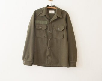 vintage 1970s mens army wool button up | M
