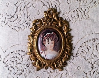 Vintage Gold Ornate Scroll Oval Plastic Picture Frame