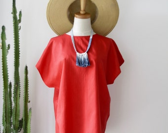 Poppy red boxy top. 80s red slouchy top. 90s boxy top. Bright red top. Silky red top. size M L