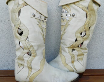 Awesomely 80's off-white boots with snakeskin and silver metal details!