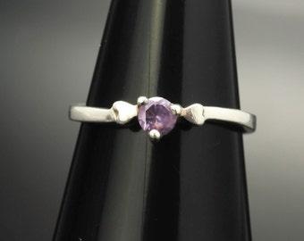 Dainty Vintage Amethyst Heart Sterling Silver Ring Size 8 Purple