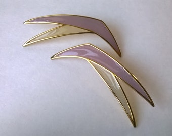 Super Cool Fashionable Vintage Enameled Brass Tone Pierced Earrings Geometric Mauve & Cream 1980s 1990s Boomerang Shaped Nagel Style