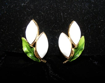 Vintage Floral design Gold tone clip on earrings
