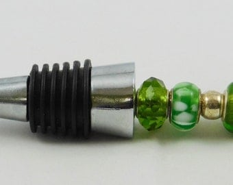 Custom Wine Stopper with Green Glass Beads, bottle stopper, wine accessory, glass bottle stopper