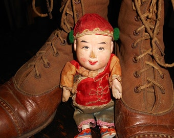 Antique CHINESE DOLL / precious, petite Antique doll dressed in silk