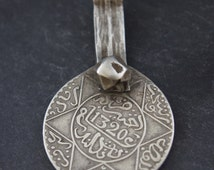TIMELESS antique Moroccan Berber silver coin pendant, 1320 Islamic calendar (=1902), Maghreb, Morocco, ethnic jewelry, tribal pendant,