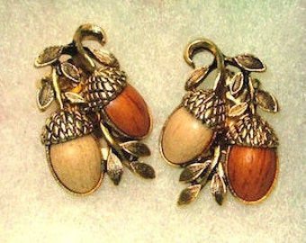 Reduced! Vintage Coro Acorn earrings, 1950s clip on earrings, Nature jewelry, collectible