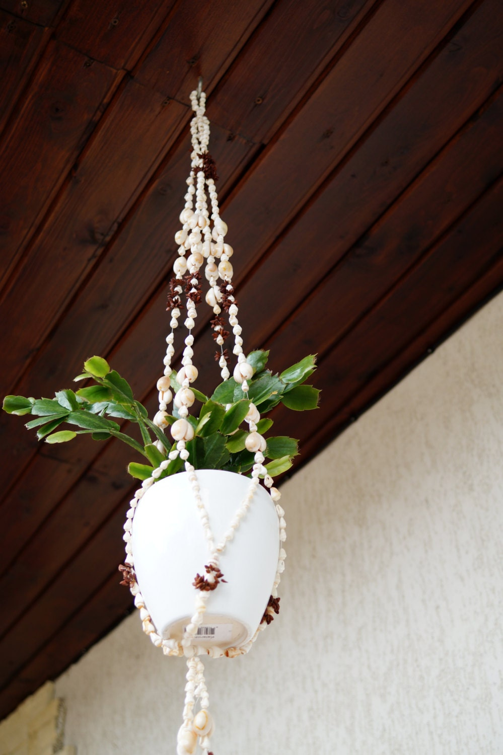 shell macrame plant hanger flower pot holder hanging plant. Black Bedroom Furniture Sets. Home Design Ideas