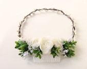Rustic bridal headpiece, Woodland wedding crown, Bridal hair accessory, White ranunculus comb, Bridal headpiece, Ivory floral hair wreath
