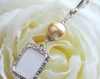Wedding bouquet photo charm. Gold pearl & Small picture frame charm. Bouquet charm. Daughter gift. Bridal shower gift. Wedding keepsake.