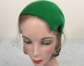 Green felt asymmetrical hat - Close fit skull cap - 1950s