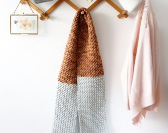 Scarf crochet pattern pretty ditty PDF tutorial warm winter easy to make grey blue brown Malabrigo accessory