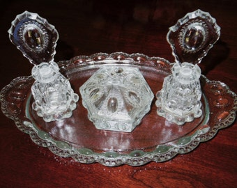 SET L E SMITH BEADED Medallion Ovals Vanity Dresser 2 Perfume Bottles Oval Tray Powder Ring Box Clear Crystal 1940 Glass Excellent Condition