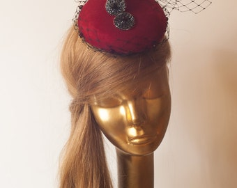 Red FASCINATOR with VEIL   Wedding Mini Hat with Veil