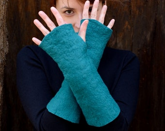 Long felt mittens or fingerless gloves made of soft merino wool - warm skin friendly mittens for casual use, luxury wrist warmers [M5-L]
