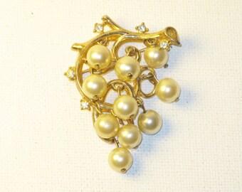 Vintage Crown Trifari Faux Pearl Dangling Grapes Brooch Pin (B-3-2)
