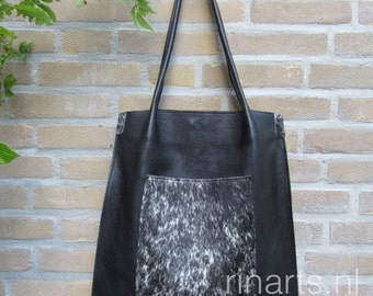 Tote bag Rinarts in black top grain Italian leather and cow  front pocket. Complete version, with inside and outside pockets