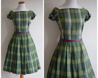 Vintage 50's Dress // 1950's Green Plaid Cotton Day Dress // Fit and Flare full skirt 1950s dress //