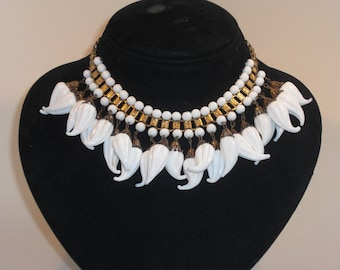Necklace (151) ras of the white neck, with pendants, to 1940's
