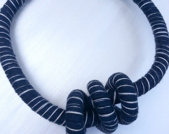 Blu and white rope ethnical collar with knot