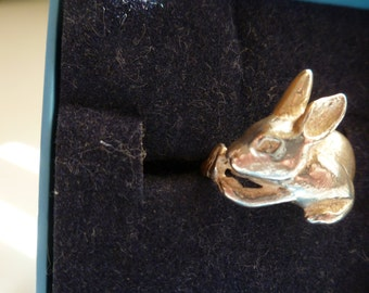Beautifully etched rabbit ring in .925 sterling silver