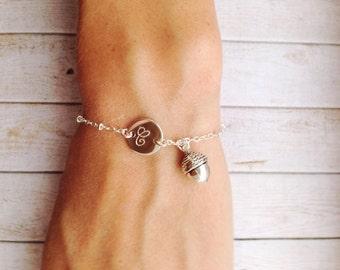 Acorn Bracelet with Initial / Rustic Bridesmaid Bracelet / Rustic Wedding Jewelry / Silver Acorn Jewelry / Fall Wedding Bridesmaid Bracelets