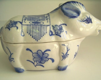 Blue and white delft painted cow trinket box