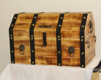 Pirate chest with Lockable latch