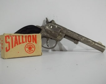 Hubley Single Shot Cap Gun and Box of Stallion Caps