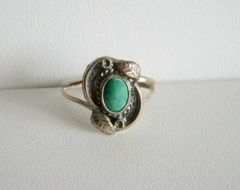 Sterling Siver Green Turquoise Leaves Ring  - Size 6