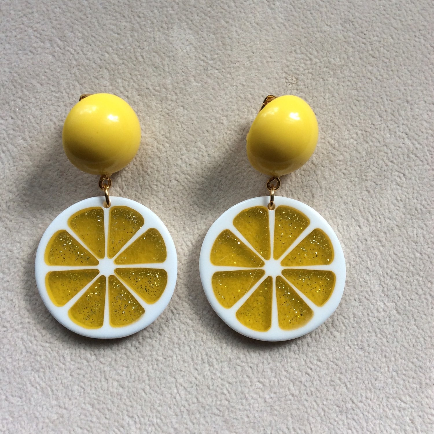 Lemon tree yellow lucite button earrings with big confetti for Lemon button