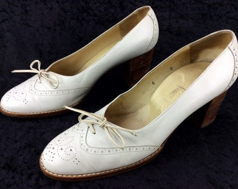 Women's Vintage Neiman Marcus White Cream Brogue Wingtip Dress Pumps Heels Shoes Made in Italy Sz 6 B