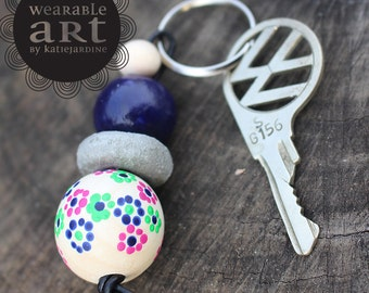 Flossie - keyring - Hand painted beads - floral - cement beads - navy and pink