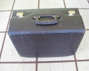 Vintage brown leather pilote suitcase, luggage briefcase.