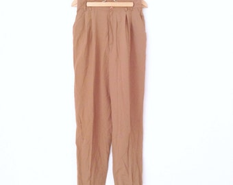 Vintage tan casual pants. Loose fit high waisted, tapered leg pants. W28 L28