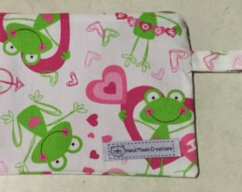 Small zippered bag. Froggies design