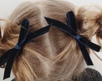 Velvet bow in midnight
