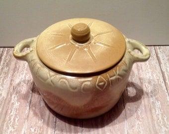 Vintage Frankoma Bean Pot, Ada Clay Desert Gold Wagon Wheel 94V Bean Pot, Oklahoma Pottery, Vintage Pottery, Covered Casserole Dish