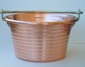 Cauldron/copper pot crafted with polished 30 cm diameter iron Handle