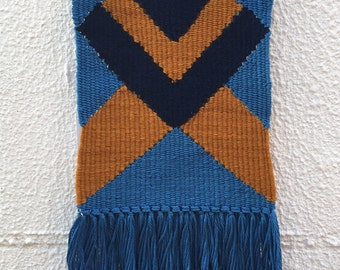 Wallhanging weaving with geometrical pattern.