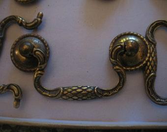 Solid brass dresser drawer handle. MEUBLE.tiroir.